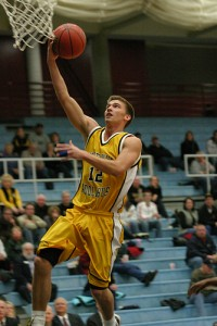 Peder Beckstrand goes up for a layup