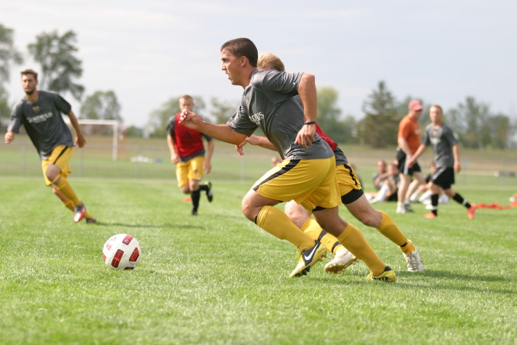 Sean Sendelbach (Jr., Sioux Falls, S.D.) plays keep-away during a drill on Wednesday afternoon.