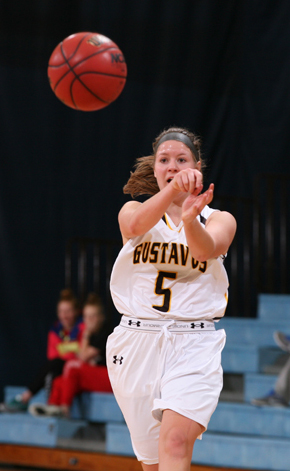 Julia Dysthe passes up court on a fast break.