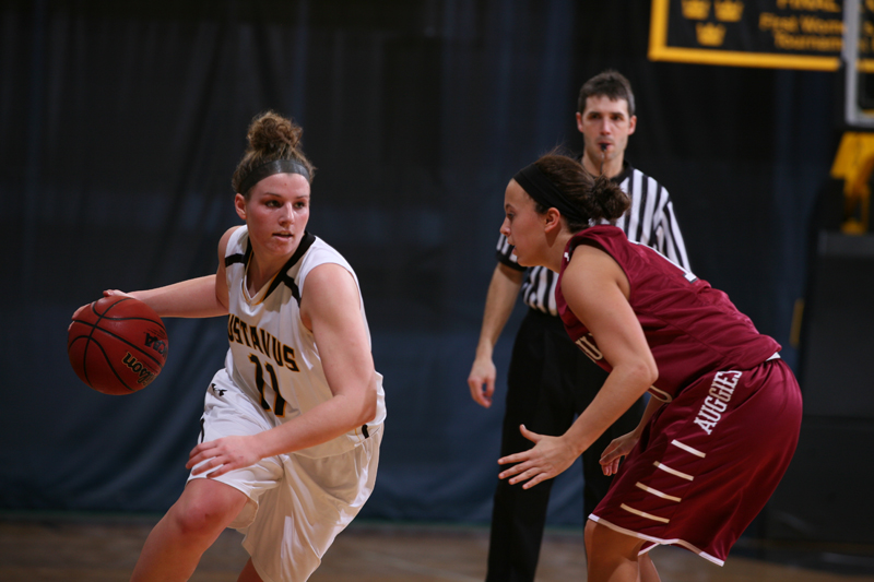 Steph Comer finished with six points and five assists.