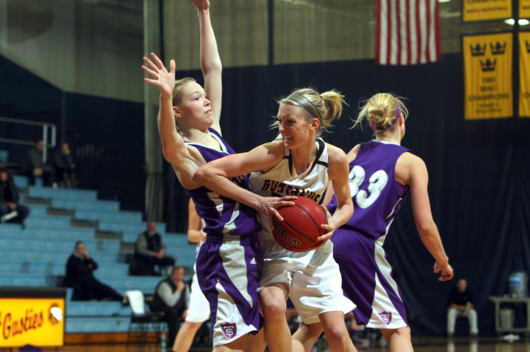 Gustavus' Abby Rothenbuehler works to get around St. Thomas' Kelly Brandenburg in Wednesday night's 65-43 loss. Photo courtesy of AJ Dahm - Sport PiX.