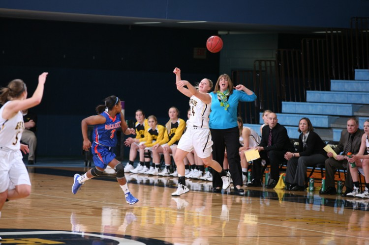 Kelsey Florian hurls the ball down the court, hitting Julia Dysthe in stride for a fast break layup. Photo taken by Tyler Grey.