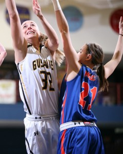 Mia Sandstrom goes up for a layup over Macalester's Annie Drabot.