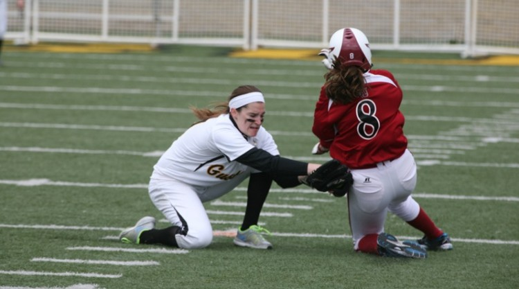 Shelby Nosan puts a tag on Jamie Rubbelke as she attempted to steal second base.