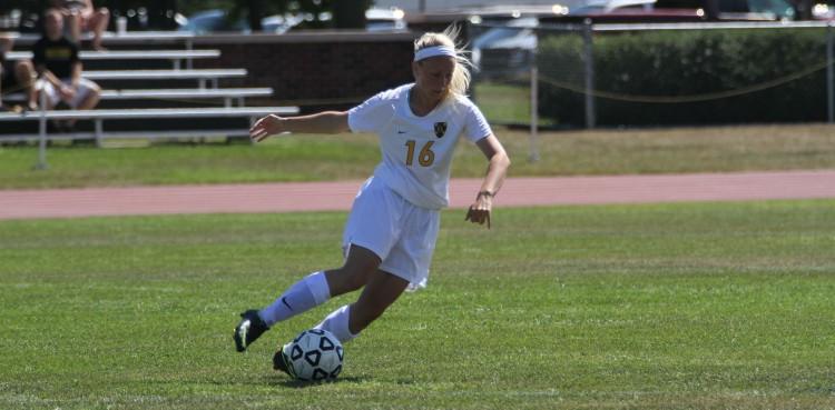 First-year Jana Elliott (Eagan, Minn.) makes a move in her collegiate debut.