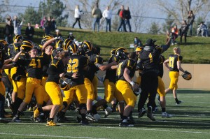 The Gusties celebrate Saturday's dramatic win (Photo courtesy of Sport Pix)