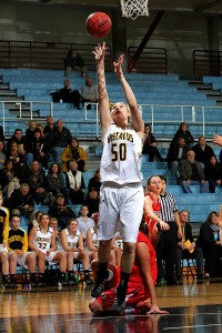 Karia Schroeder goes up for an uncontested layup.  Photo courtesy of Laura Westphal - Sport PIX.