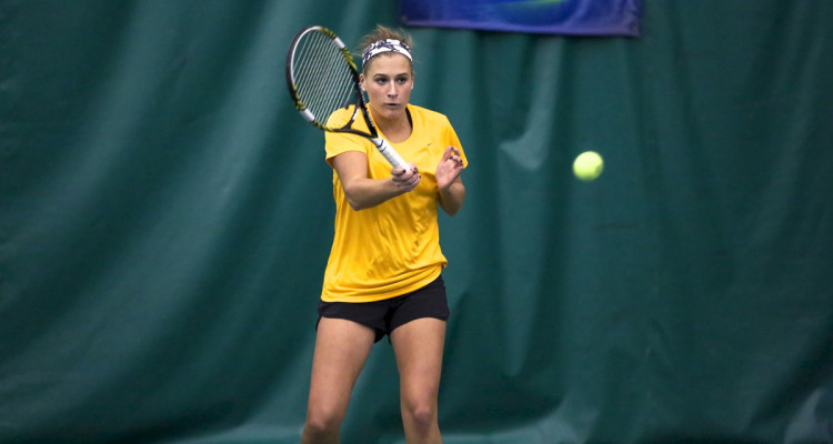 Michaela Shulz went 3-0 at first singles on the weekend. (Photo courtesy of Roisen Granlund '17)