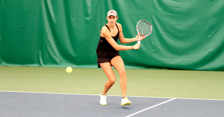 Sophomore Sidney Dirks picked up a pair of wins on Sunday. (Photo courtesy of Andrew Vold '14)
