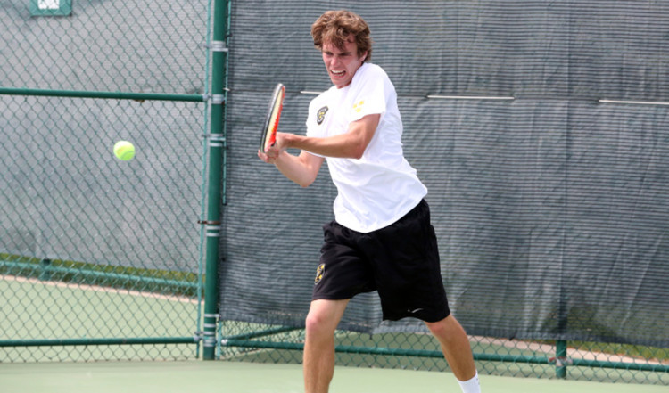 Brad Entwistle's straight set win at No. 6 singles brought the score to 4-3 in Sunday's loss to Trinity in the third round of the NCAA Tournament.