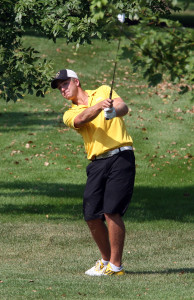 Tyler McMorrow earns honorable mention recognition on the Division III PING All-America Team.