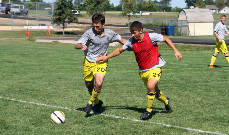 Konnor Tranoris and Patrick Roth challenge each other during one-on-one drills Tuesday morning.