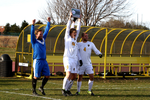 Brett Ylonen, David Lilly, and Elliot Emerson hoist the 2014 MIAC Playoff Championship plaque. Photo courtesy of Laura Westphal – Sport PiX.