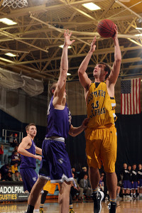 Peter Kruize eyes the hoop against the Tommies. (photo by AJ Dahm)