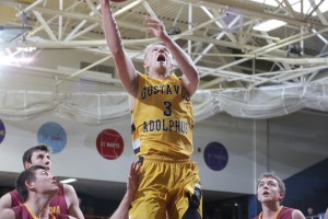 Chad Poppen scored 12 points against the Cobbers. (photo by Roisen Granlund)